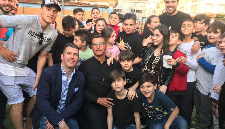 """Napoli, Zielinski e Verdi premiano i bambini della fondazione """"A' Voce d'è Creature"""""""